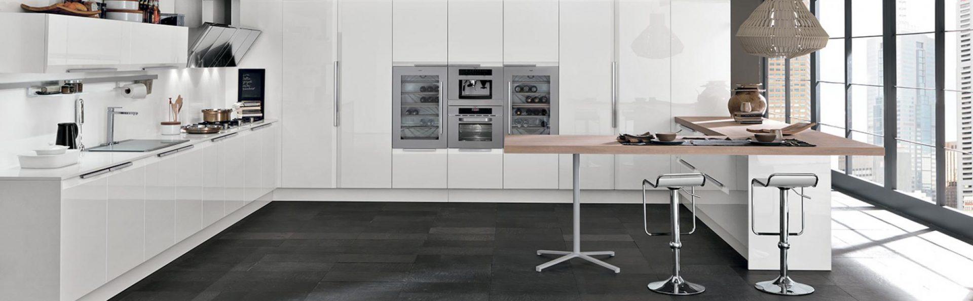 Proveedores de suministros de cocinas, electrodomésticos, mesas y sillas