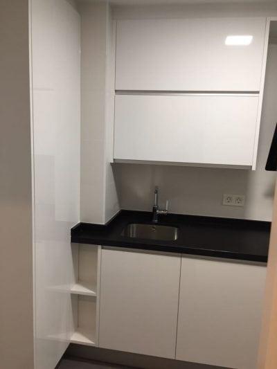 Fregadoero y muebles. Mobiliario para cocina. Muebles de cocina.