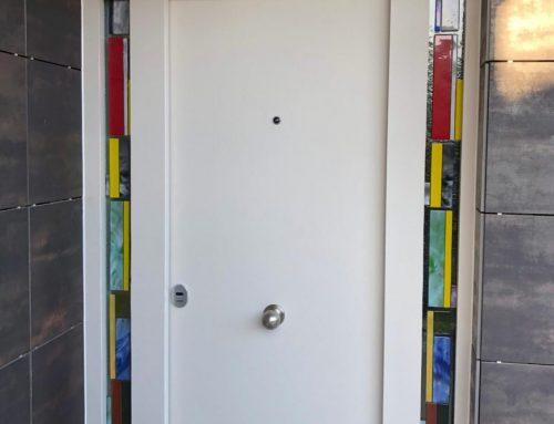 Panelado en puerta de vivenda, con Porcelanico laminado. Coverlam by Grespania
